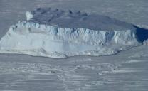 ANTARTIDE: ICEBERG GRANDE COME LA LIGURIA, libero di muoversi in aperto oceano