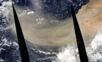 Un'enorme tempesta di sabbia sahariana è penetrata nell'Oceano Atlantico e che promette di attraversarlo fino a raggiungere diversi paesi e stati dall'altra parte dell'oceano.