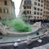 Europa League: Roma-Feyenoord, guerriglia e scontri a piazza di Spagna, vandali contro la Barcaccia