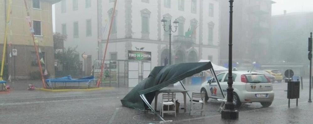 vento-e-pioggia-riecco-i-temporali-allagamenti-e-piante-cadute-video_7352a1f8-4086-11e6-a01a-7331e5284851_998_397_big_story_detail