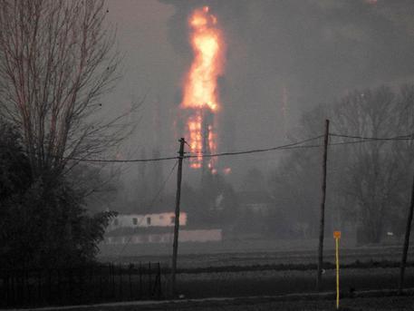 L'incendio della raffineria di Sannazzaro de Burgondi ( PV) visto  da  circa  20 km