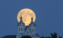 La Superluna illumina la Russia