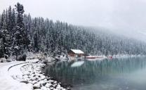 prima nevicata eccezionalmente precoce imbianca il lago Louise di Banff