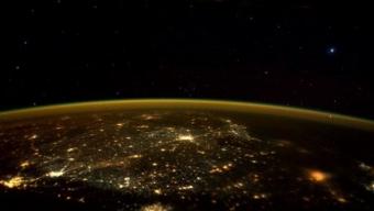"""Astronauta della NASA fotografa una """"nave aliena"""" dalla Stazione Spaziale Internazionale"""
